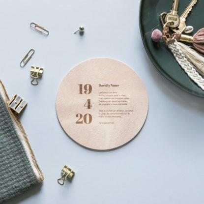 invitacion de madera redonda estilo moderno