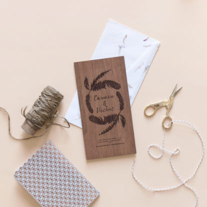 invitación de boda de madera boho personalizada