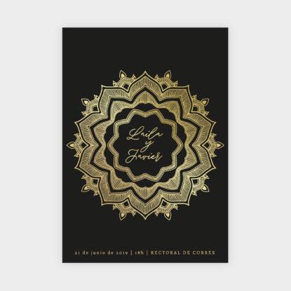 invitacion de boda de papel con foil dorado mandala