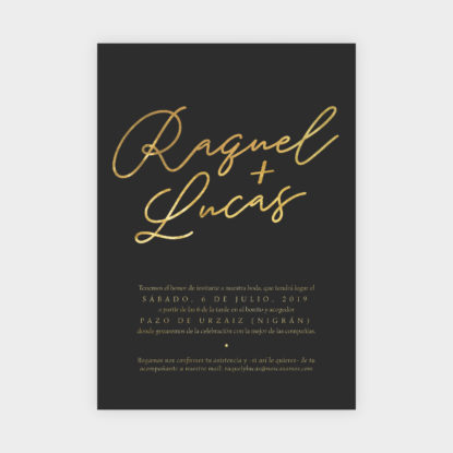 invitacion de boda de papel con foil dorado nombres