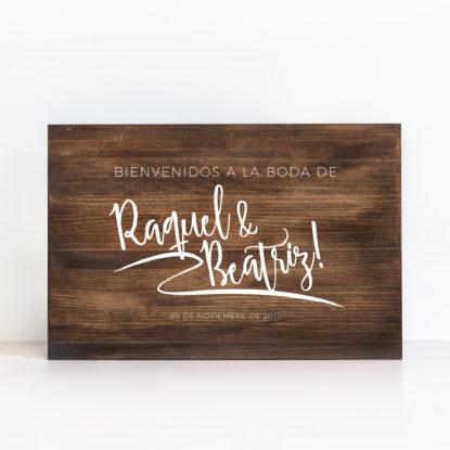 """Cartel de madera """"Bienvenidos Urban Lettering"""" color oscuro"""