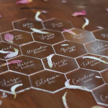 Hexágonos transparentes para sitting nombres de invitados marcasitios
