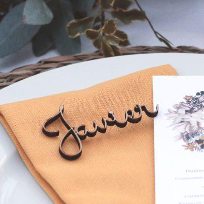 Sitting de madera nombres para invitados de boda detalle