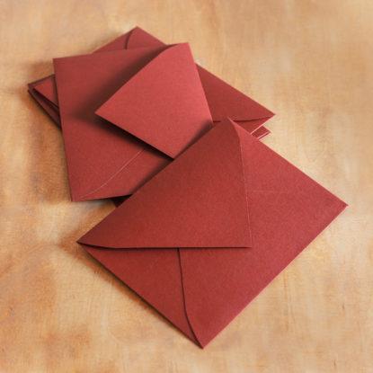 Sobre para invitación de boda C6 texturado granate