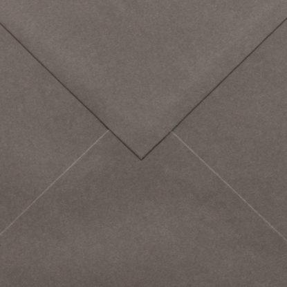 Sobre para invitaciones de madera cuadrado marrón detalle