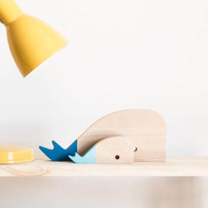 Figuras de familia ballena de madera de haya