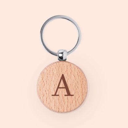 Llavero de madera circular grabado para invitados de boda