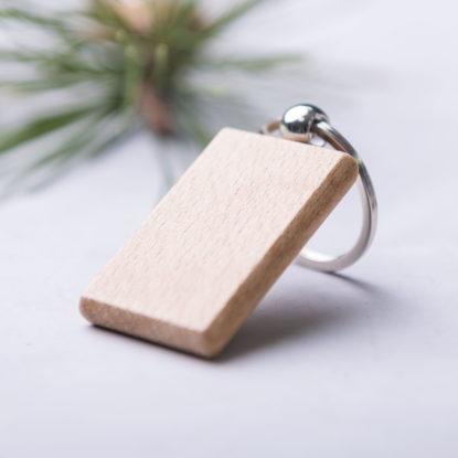 Llavero de madera rectangular detalle